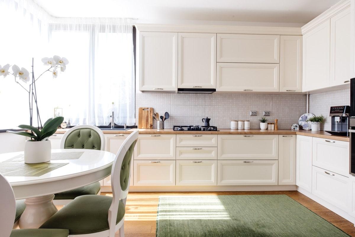 Kuchnia narożna w najlepszym wydaniu: idealnie rozplanowana, gustownie urządzona, przemyślana w każdym calu.