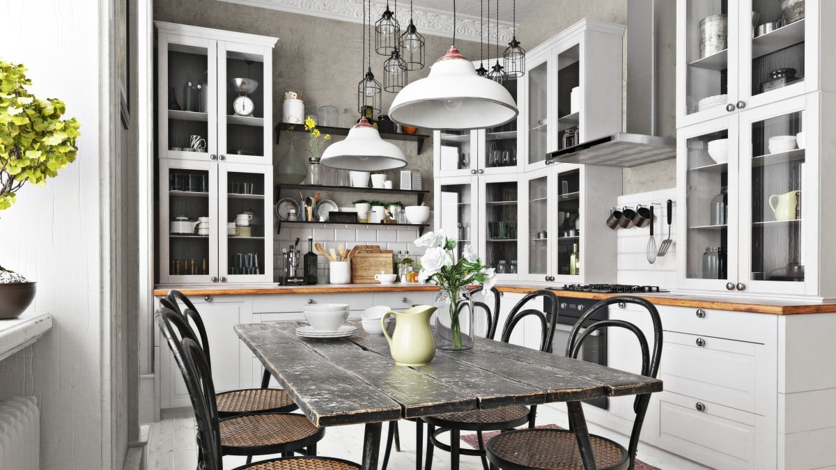 Kuchnia retro w bieli i drewnie