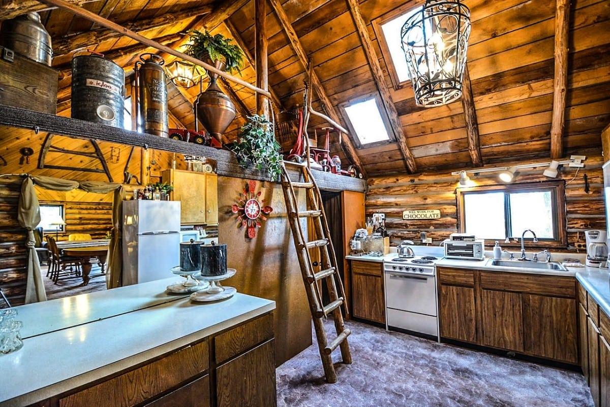 Kuchnia rustykalna w domu drewnianym