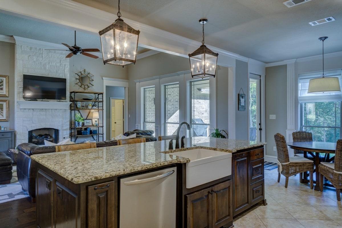 Bliskie sąsiedztwo salonu powoduje, że osoba przebywająca w kuchni nie czuje się osamotniona