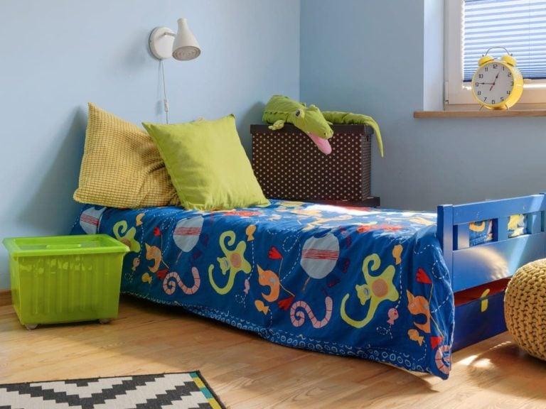 Łóżko dla dwulatka w kolorze