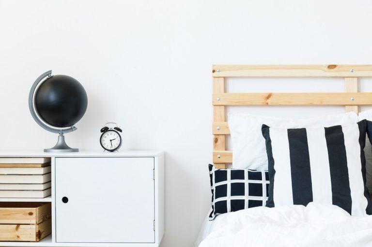 Łóżko drewniane dla dwulatka