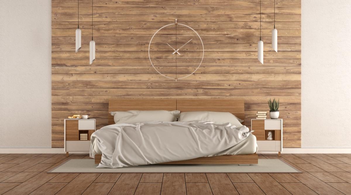Proste, niskie łóżko w minimalistycznej sypialni